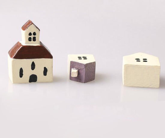 Mini Crafts for Sale OEM Classical Resin House pictures & photos