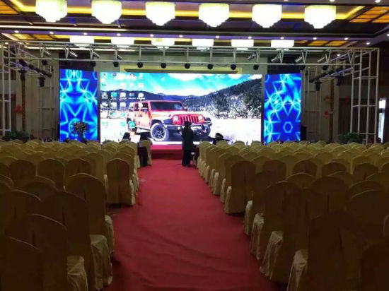 Indoor Full Color LED Video Display Wall of P3.91mm (500X500mm or 500X1000mm panel) pictures & photos