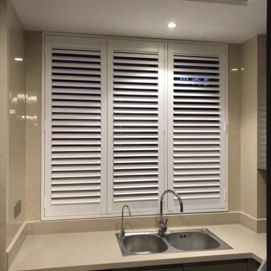 Hot Sale Interior Popular Design Wood Plantation Shutter for Window Decoration pictures & photos