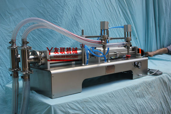Semi-Automatic Double Heads Water/Juice/Oil and Others Liquids Filling Machine (G2WYD) 50-500ml pictures & photos