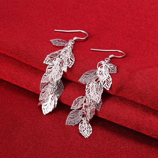 Fashion Jewelry 925 Stealing Steel Carved Leaf Shape Earring Romantic for Women pictures & photos