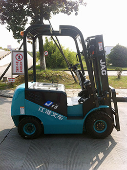 1.5ton Electric Forklift Truck pictures & photos