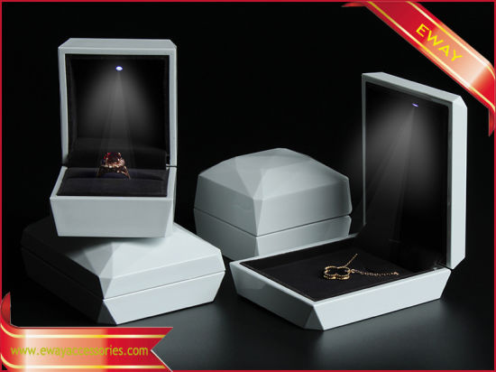 China White Paint Jewelry Boxes LED Jewelry Ring Packing Gift Boxes