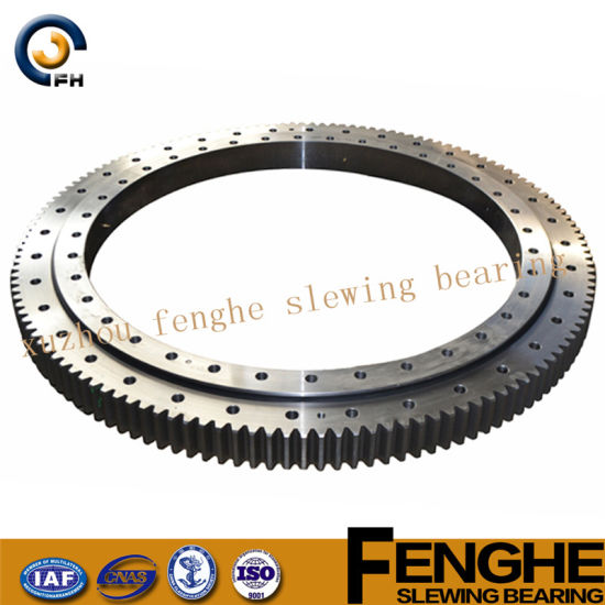 Three-Row Roller Rolling Slewing Bearing (13 series) pictures & photos