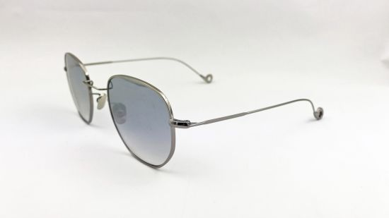 Comfortable Classic Eyewear with Fashion Color pictures & photos