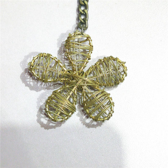 China Handicrafts Weave Metal Flowers Keychain China Keychain