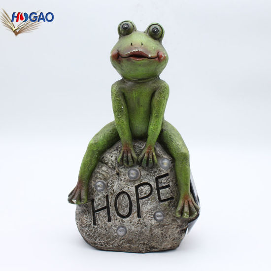 Custom Wholesale Handmade Resin Garden Decor. Sitting Frog Decor with Solar Light. pictures & photos
