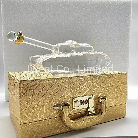 Handmade High Borosilicate Glass 700ml Whisky Liquor Glass Bottle