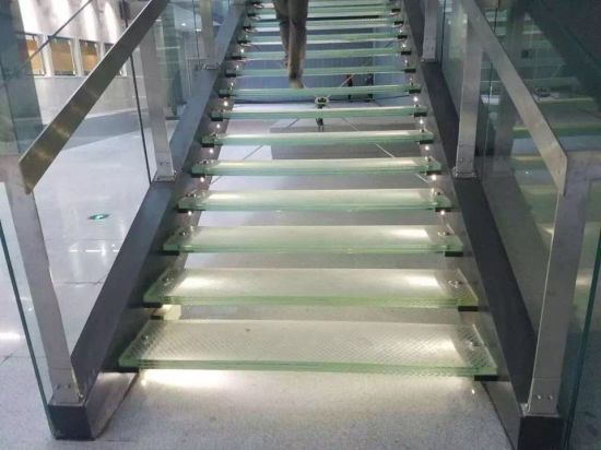 Laminated Glass Stair Treads (GST 068)