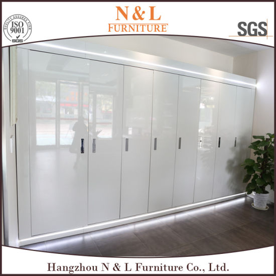 High Gloss Lacquer Bedroom Furniture Wooden Wardrobe with Open Doors pictures & photos