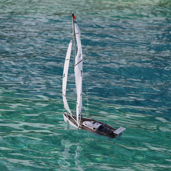 China 2018 New Hot Best White Speed Cool RC Sailboat for Man