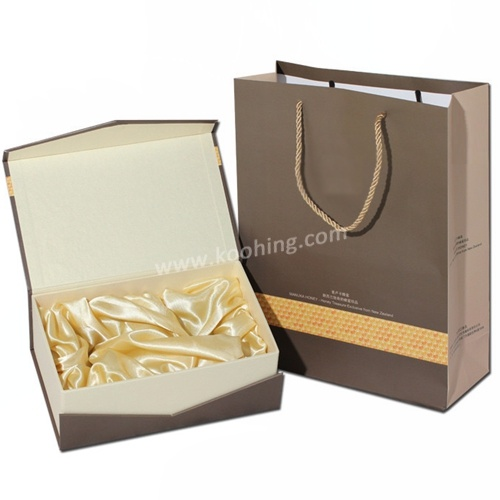 250GSM Paper Handbag with Twisted String pictures & photos