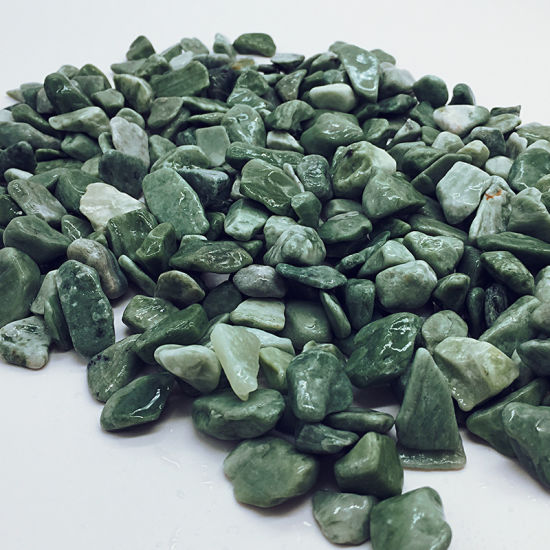 Factory Supply Garden Natural Tumbled Round Green Stone Pebble for Sale