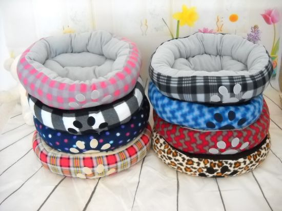Different Soft Paw Print Style Dog Bed & Pet Bed pictures & photos