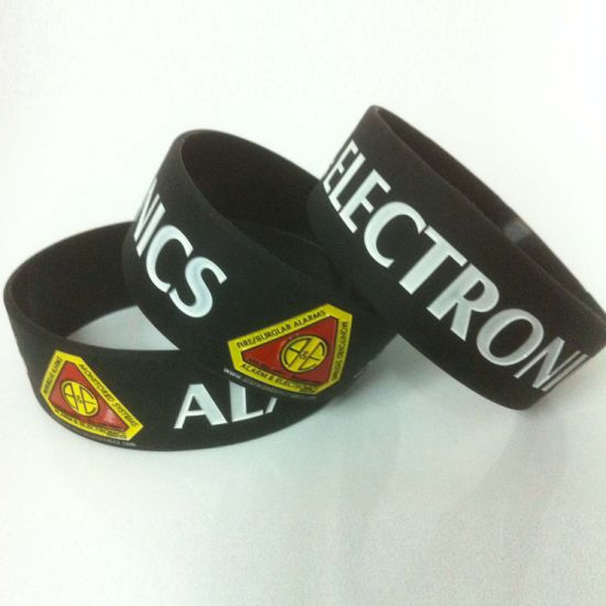 Custom Made Cheap Camouflage Silicone Bracelet with Fill Ink Logo