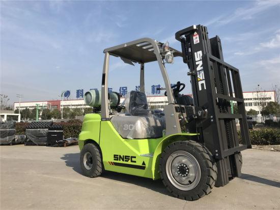 LPG Powered 3 Tons Capacity Fork Lift Truck