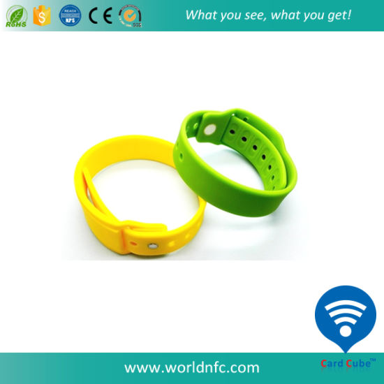 High Quality Promotional Gift Silicone Wristband pictures & photos