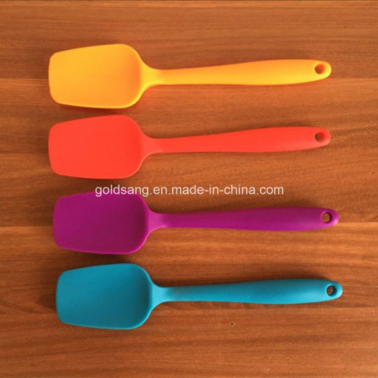 Non-Stick Silicone Spatula for Bakeware Kitchen Tool pictures & photos