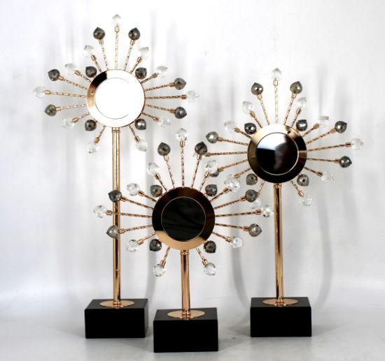 Simple and Generous Fashion Design Home Luxury Accessories Crystal Shape Sculpture Metal Tabletop Decor