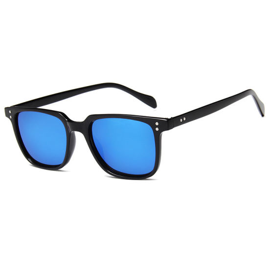 Cheap Unisex Fashion Plastic Sunglasses with Custom Logo 2019 New Style pictures & photos