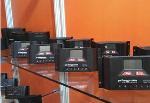 Fangpusun Solar Charger Regulator / Controllers 10A 15A 20A 30A