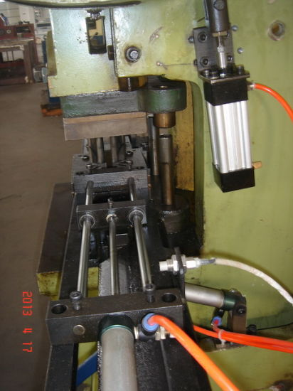 Automatic Cutting Machine Spring Machine for S Shape Spring pictures & photos