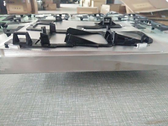Customized Plastic Injection Mould for Windshield Bracket with Good Twisting pictures & photos
