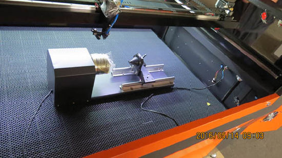 Flying CNC Laser Machine for Wood Acrylic Fabric Cutting pictures & photos