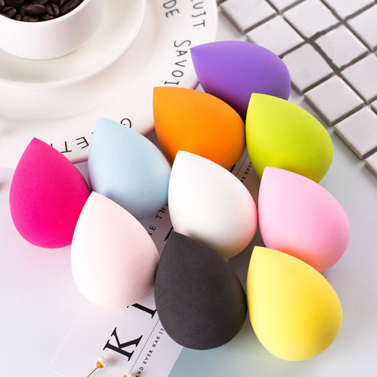 Hottest Makeup Sponge for Concealer Foundation Blush Non-Latex Cosmetic Sponge Powder Puff pictures & photos
