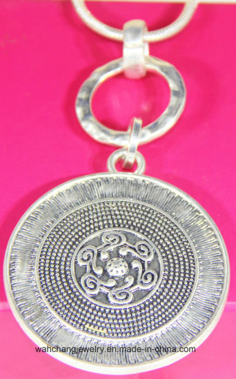 Fashion Silver Large Round Hammered Antique Silver Plating Pendant Necklace pictures & photos