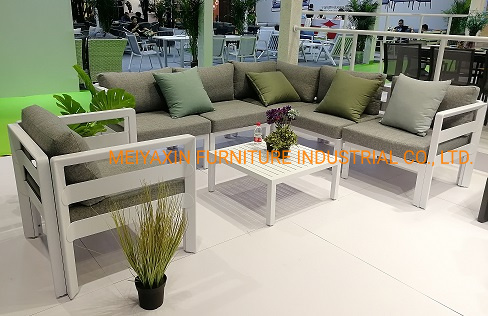 Hot Selling Europe Style Garden Outdoor Sofa Furniture with Comfortable Cushions