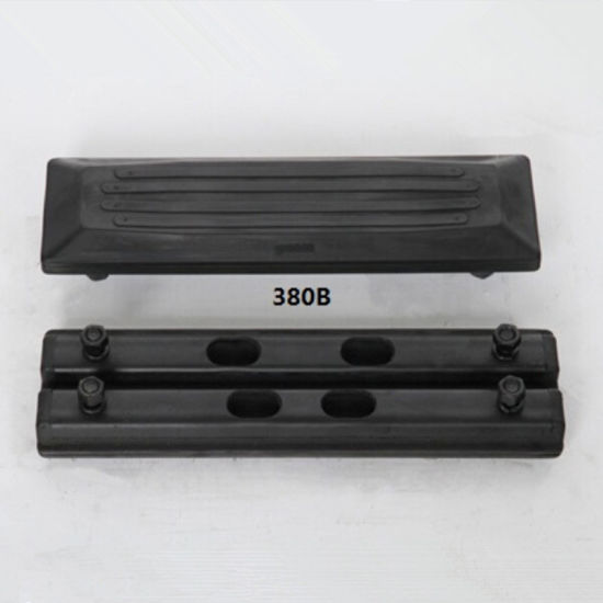 (Bolt on) Rubber Pad 380b for The Caterpillar Machine pictures & photos