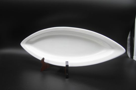 "Ceramic Dishes for Hotel Restauran 18 ""Flat Edge Double Tip Disc pictures & photos"