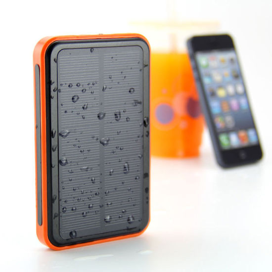 Rt-S2 Waterproof Solar 10000 / 15000 mAh Power Bank with Customized Logo for All Phone pictures & photos