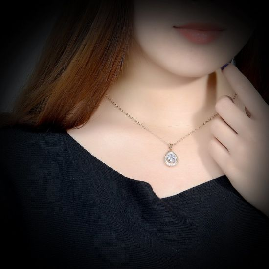Fashion Drop Shape Zircon Pendant Necklace Copper Rose Gold Necklace pictures & photos
