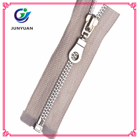 Metal Shiny Silver Zipper with Customer Slider Puller pictures & photos