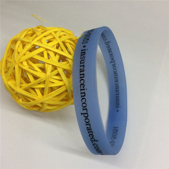 Hot Sale Fashion Bracelets Cheap Rubber Silicon Wristband pictures & photos