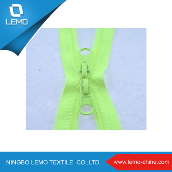 High Quaity Nylon Zipper with Customized Slider pictures & photos