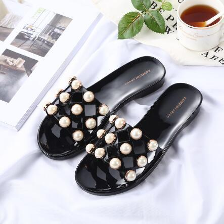 Ladies Fashion Flat-Heeled Anti-Slip Pearl Beach Shoes Sandals pictures & photos