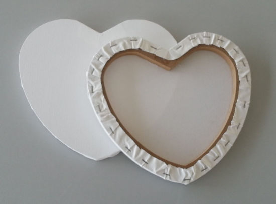 Blank Stretched Canvas in Heart Shape pictures & photos