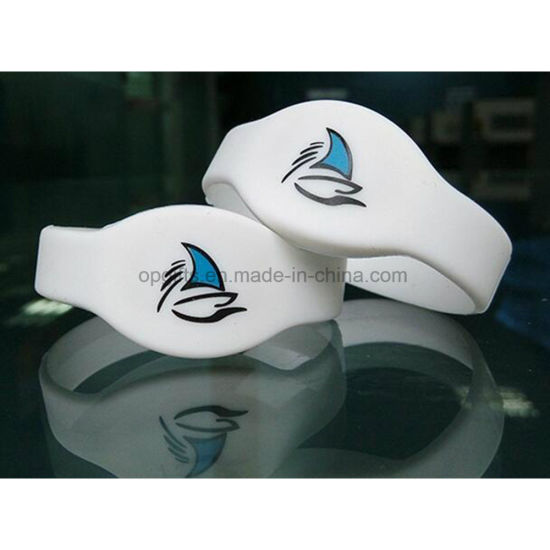 China Hot Sale RFID Wristband/Silicone Band with OEM Service
