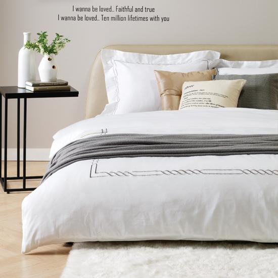 4 Pieces White Full Cotton Hotel Use Stain Print Bedding Sets pictures & photos