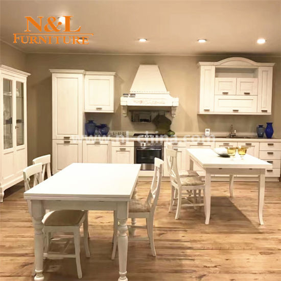 High Quality Solid Wood Kitchen Cabinet with Integrated Handle