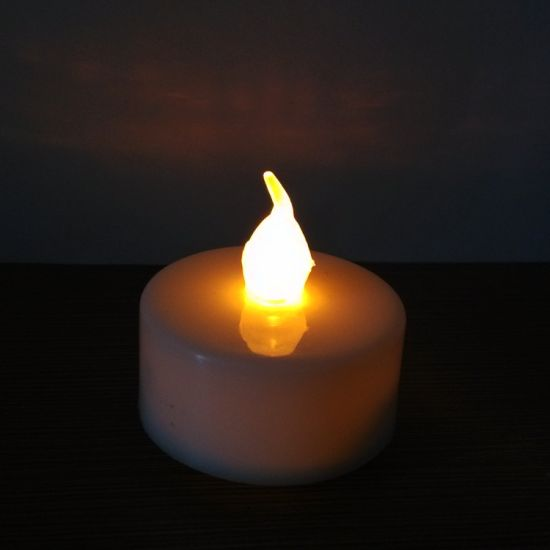 Battery Operated Realistic Faking Amber Flameless LED Tealight Candle pictures & photos