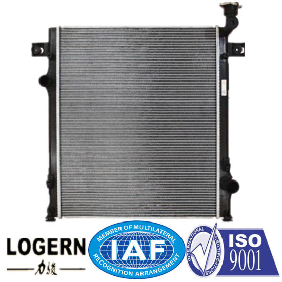 China Chr-075 New Aluminum Radiator for Dodge Nitro′07- at Dpi: 2971