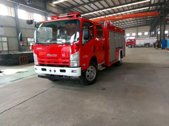 Japan 700p 4X2 Diesel 5000L Water Tanker Airport Fire Fighting Truck pictures & photos
