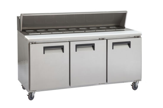 Three Door Stainless Steel Kitchen Counter Top Workbench Pizza Refrigerator pictures & photos
