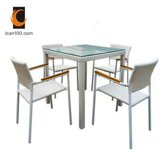Light Weight Guangzhou Commercial Royal Rattan Table and Chair Dining Room Furniture Sets (DS-06049)
