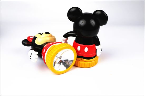 Cat Shaped LED Super Bright Hand Crank Dynamo Flashlight pictures & photos