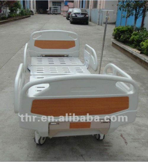 Three Function Hospital Nursing Bed pictures & photos